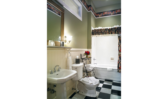 The bathroom in the Claudette guestroom at Maison Perrier Bed & Breakfast of New Orleans