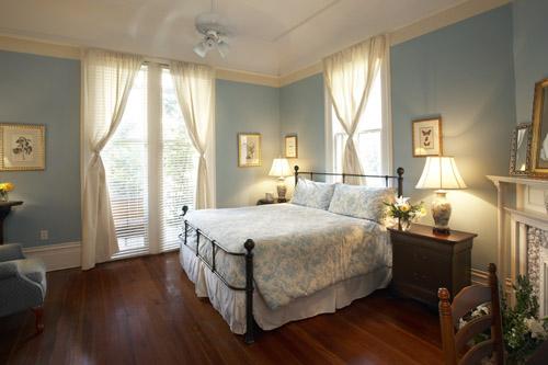 pamela-guestroom