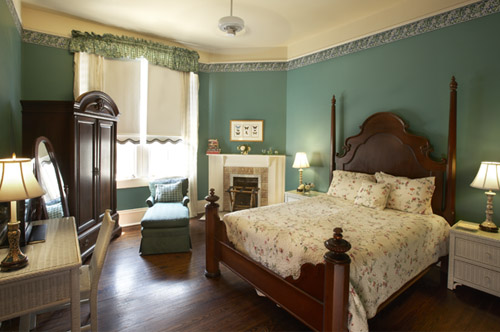 The Pearl guestroom at Maison Perrier Bed & Breakfast in New Orleans